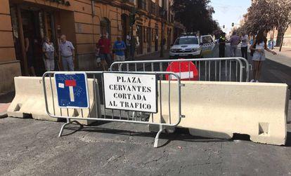 Cortes de tráfico en la calle de los Libreros, en Alcalá de Henares.