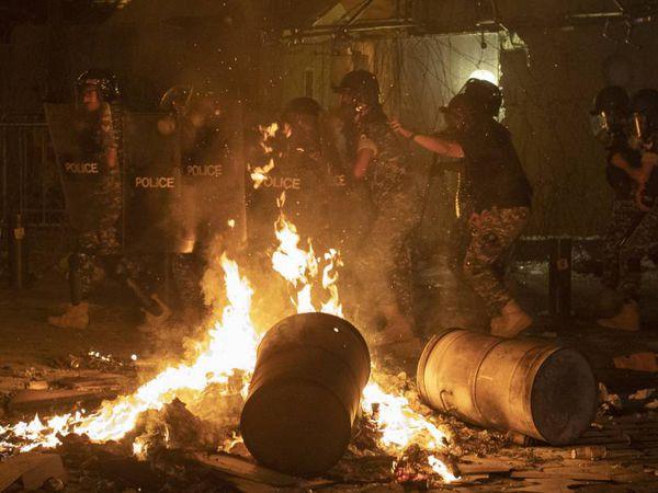Disturbios durante las protestas en Beirut, este jueves.