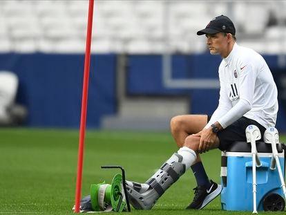 Thomas Tuchel asiste a la última sesión de entrenamiento del PSG.