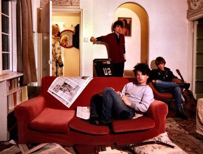 U2 en su casa de alquiler en Londres en 1979.