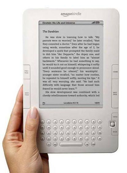 El Kindle permite la descarga de libros y periódicos.