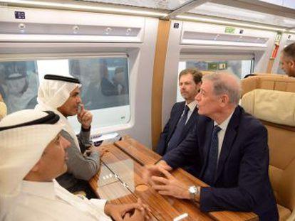 El tren de alta velocidad de un consorcio español que une las dos ciudades santas del Islam realizó el trayecto inaugural de prueba sin incidencias