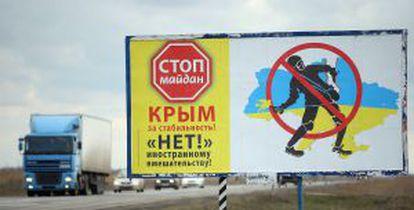"""""""¡Stop Maidán! ¡No a la intervención extranjera en Crimea!"""" dice este cartel en Armyansk (Crimea)."""