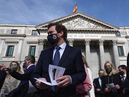 El portavoz parlamentario de Vox, Iván Espinosa de los Monteros, este jueves ante el Congreso en una concentración de la Federación Española de Familias Numerosas.