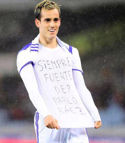 Juanmi muestra un mensaje de apoyo al fallecido Pablo Ráez.
