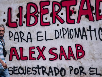 Una pintada en Caracas pide la libertad de Alex Saab, detenido en Cabo Verde.