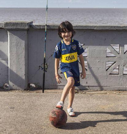 Un niño en el Río de la Plata, y el palacio Barolo.