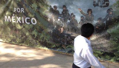 Valla que que rodeaba un monumento a las víctimas del narcotráfico en México.