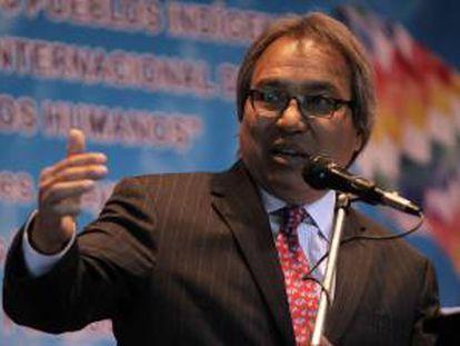 El relator especial de Naciones Unidas sobre los Derechos de los Pueblos Indígenas, James Anaya, habla en La Paz (Bolivia).