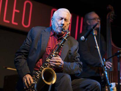 El saxofonista Pedro Iturralde, en un concierto de enero de 2019 en la sala Galileo de Madrid.
