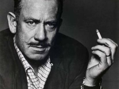El escritor John Steinbeck, retratado por Capa.
