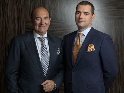 El presidente y fundador de Naturhouse, Félix Revuelta, con su hijo Kilian, vicepresidente de la marca en su sede en Madrid en 2018.