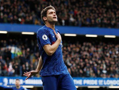 Marcos Alonso celebra un gol con el Chelsea esta temporada.