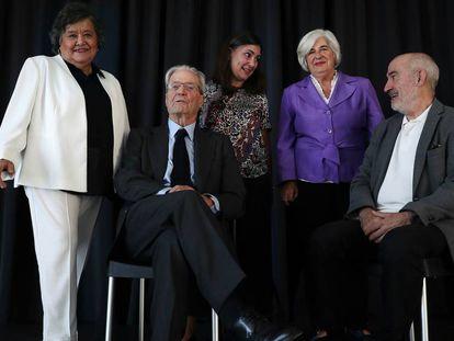 Desde la izquierda, Cristina Almeida, Antonio Garrigues, Pilar Pérez Solano, Francisca Sauquillo y Alejandro Ruiz-Huerta.