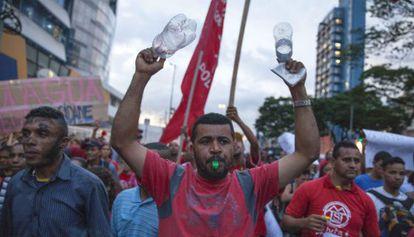 Paulistanos en la Marcha por el Agua.