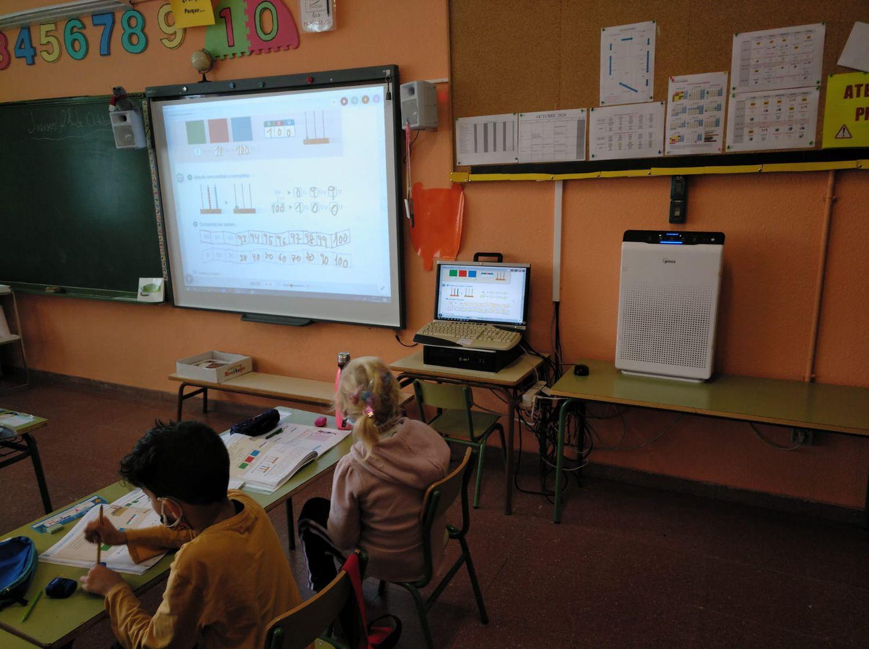Un aula de colegio Francisco Arranz, con el aparato instalado ya en clase.