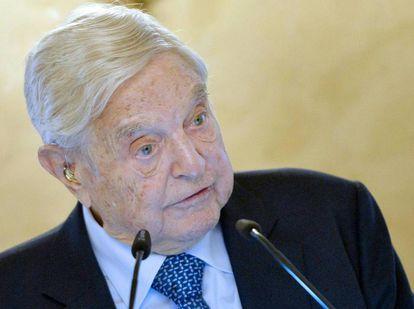 El banquero de inversión y filántropo George Soros da un discurso el 19 de noviembre en Viena.