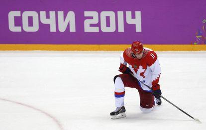 El ruso Yevgeni Malkin se lamenta tras la derrota.