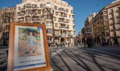 Una de las obras que la plataforma asegura que ha colocado en una de las calles de Barcelona.