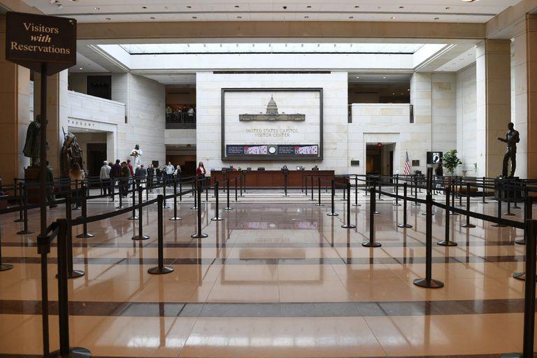 El centro de visitantes del Capitolio, poco antes de echar el cierre. AP
