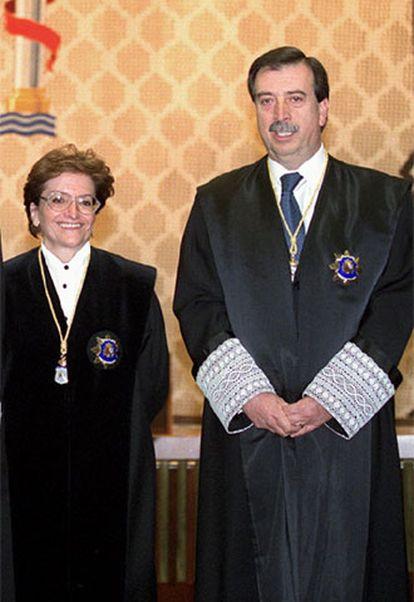 La ponente de la sentencia, Elisa Pérez Vera, con el juez Eugenio Gay.