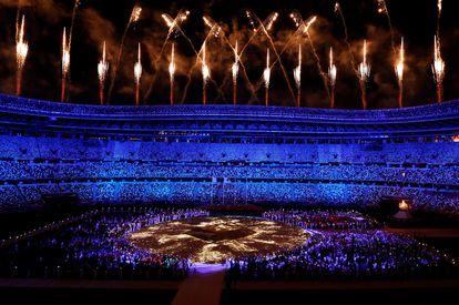 Vista general del estadio olímpico durante la ceremonia de clausura de los Juegos Olímpicos de Tokio 2020, este domingo.