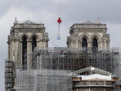 Comienza el desmontaje del andamio fundido, la tarea más delicada para recuperar Notre Dame