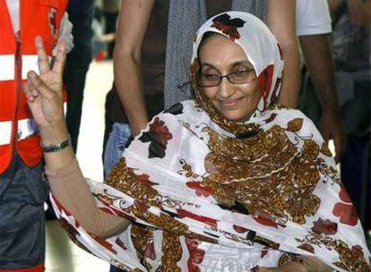 Aminatou Haidar, en el aeropuerto de Lanzarote.