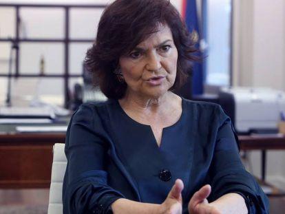 Carmen Calvo, vicepresidenta del Gobierno y ministra de la Presidencia, Relaciones con las Cortes e Igualdad, en su despacho del Palacio de la Moncloa.