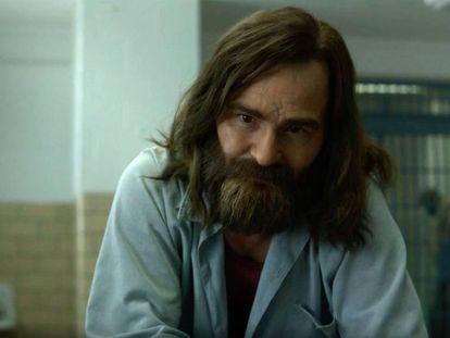 Damon Herriman como Manson en el tráiler de 'Mindhunter'.
