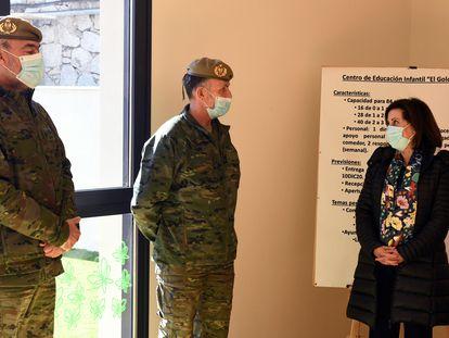 La ministra de Defensa, Margarita Robles, inaugura el Centro de Educación Infantil de la base militar El Goloso, este jueves.