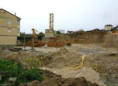 Aspecto de los trabajos de desmonte que se llevan a cabo en la parcela del socio del alcalde.
