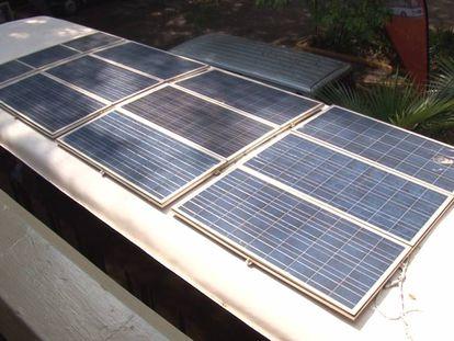 Imagen de los paneles solares del autobús Kayoola.
