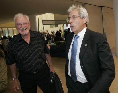 Pedro Miguel Etxenike, a la derecha, junto a Heinrik Rohrer, Premio Nobel de Fìsica.