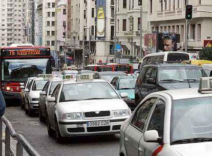 Atasco en la  Gran Vía de Madrid, una de las más transitadas de la ciudad.