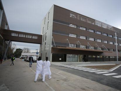 El anexo que ha construido el Hospital de Bellvitge para atender y tratar a enfermos covid-19.