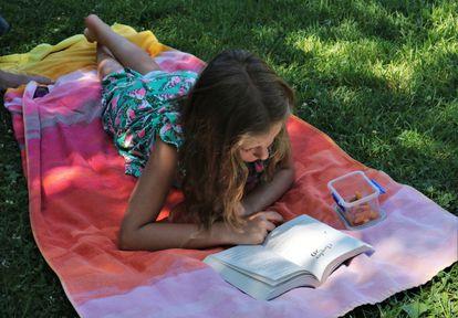 """Juan Gómez-Jurado y Bárbara Montes  coinciden al señalar que es """"infinitamente más difícil"""" escribir para niños y niñas que para adultos."""