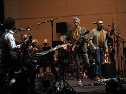 Concierto de Xoel López y su banda con la Sinfónica de Galicia en el Coliseum de A Coruña.