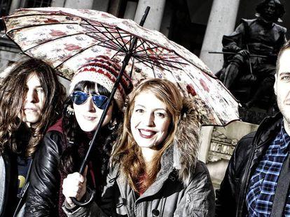 La banda Dover, retratada delante del Museo del Prado en marzo de 2013.