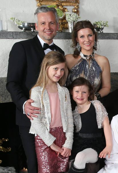 Marta Luisa de Noruega y Ari Behn, con dos de sus hijas en 2016.