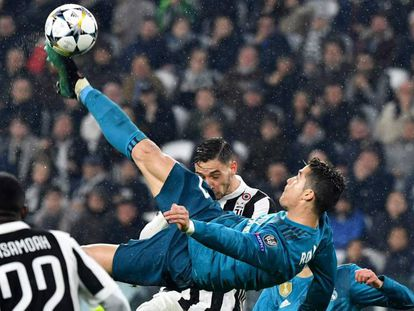 Cristiano marca de chilena el martes ante la Juventus.