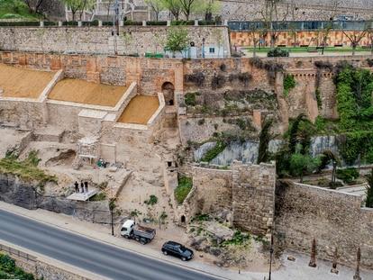 Vista general de las obras de rehabilitación de la muralla de Toledo.
