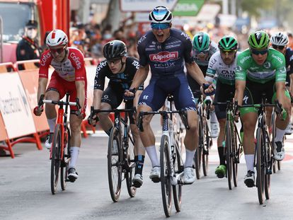 Jasper Philipsen celebra la victoria de la quinta etapa de La Vuelta, este miércoles entre Tarancón y Albacete.