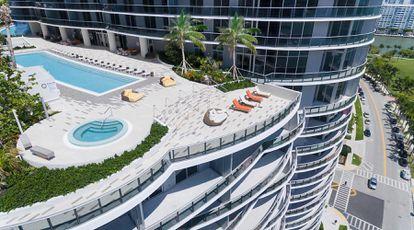 Vista del condominio Aria on the Bay en Miami, Florida.
