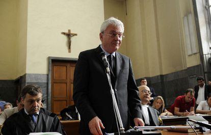 Aldo Brancher presta juramento durante el juicio.