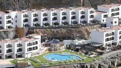 Imagen del vacío Aparthotel Mirador del Atlántico, en la playa de Amadores, el pasado viernes, un día después de cerrar porque dependía al 100% del turoperador Thomas Cook.