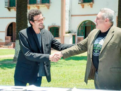 El presidente de Cannabis Avatãra, Gastón Morales y Mark Bradley, de Green Leaf Farms International, firman en Jujuy un acuerdo de cooperación.