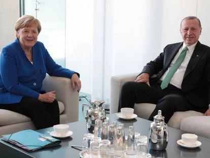Erdogan y Merkel durante la visita en Berlín.