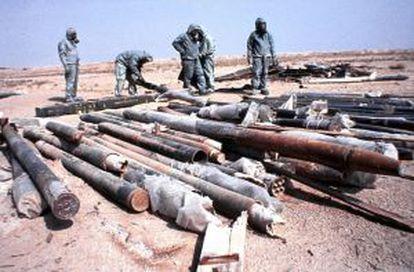 Inspectores de la ONU, a punto de destruir proyectiles iraquíes cargados de gas sarín.
