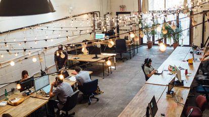 Interior de un espacio de 'coworking' en Brooklyn, Nueva York.